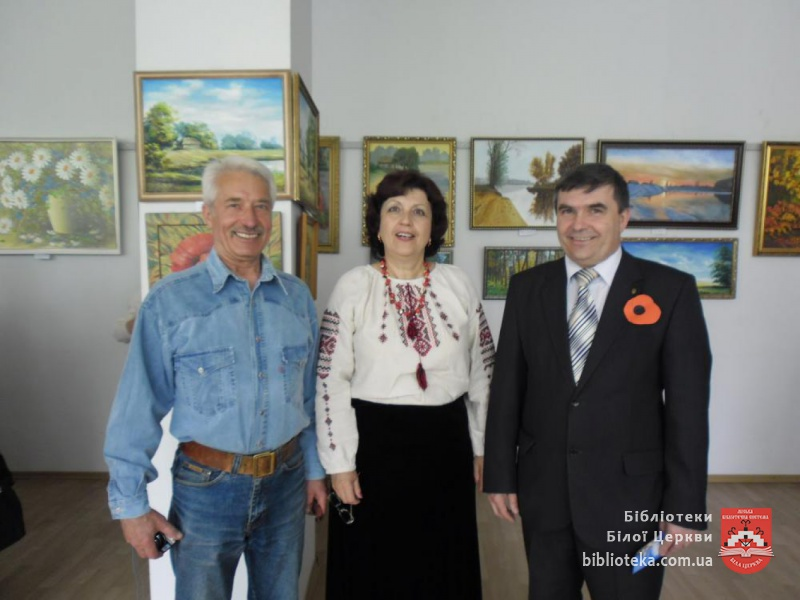 Після відкриття виставки: Л.Михайлюк і художники